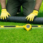 Een kunstgrasmat in je tuin? Overweeg valdemping te plaatsen